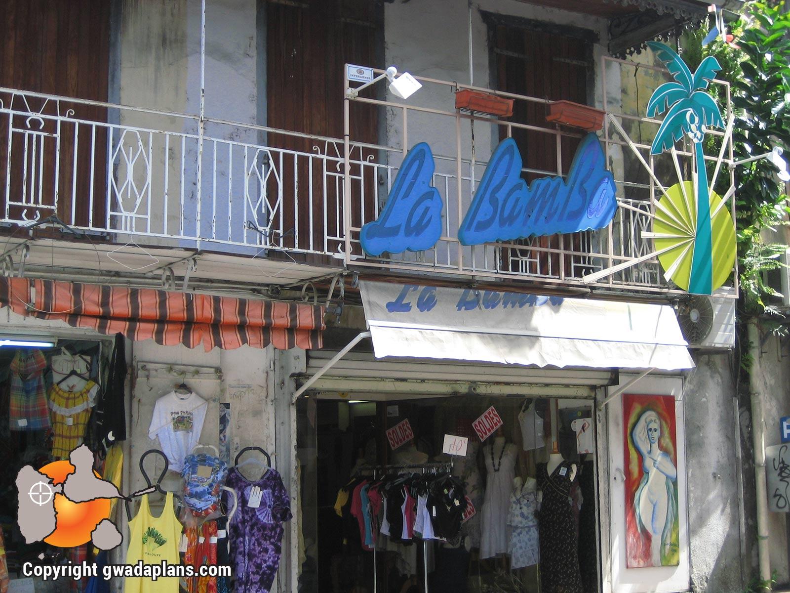 Ville de Basse-Terre : rue commerçante