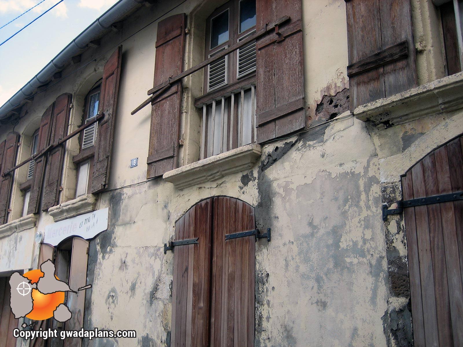 Ville de Basse-Terre : bâtisse en pierre volcanique