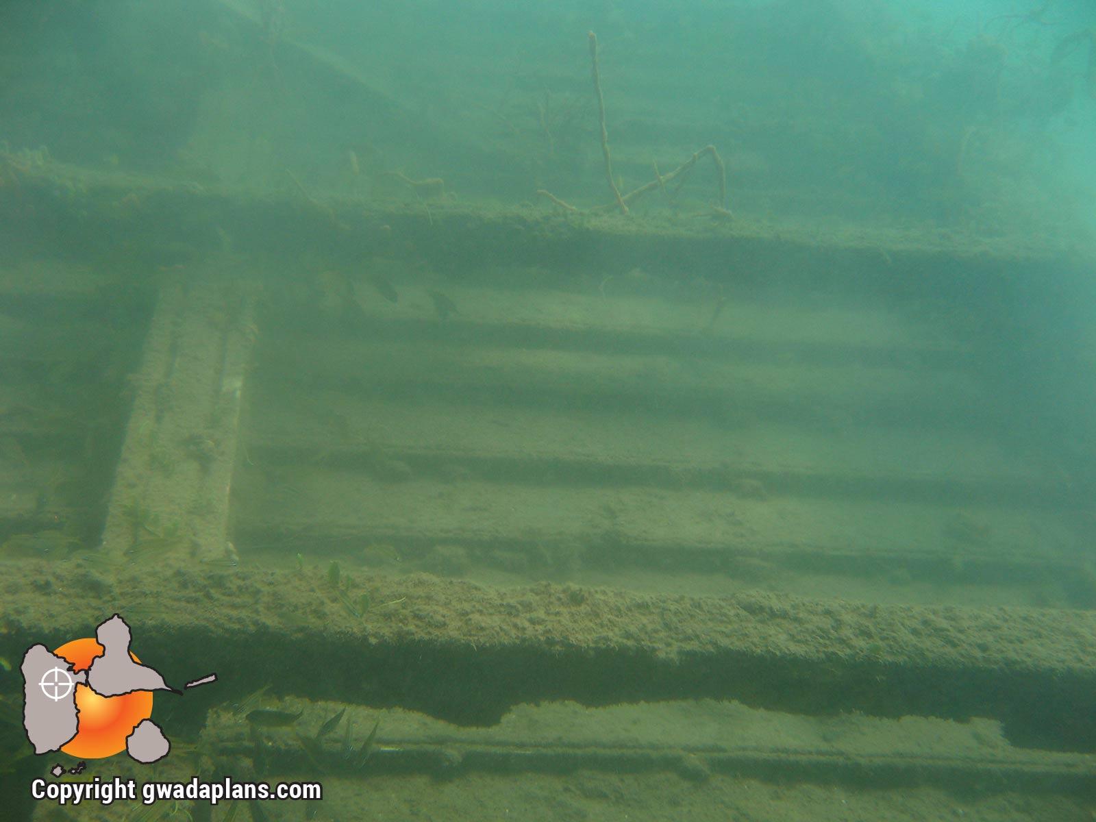 Epaves Anse à la Barque : fond de cale de bateau