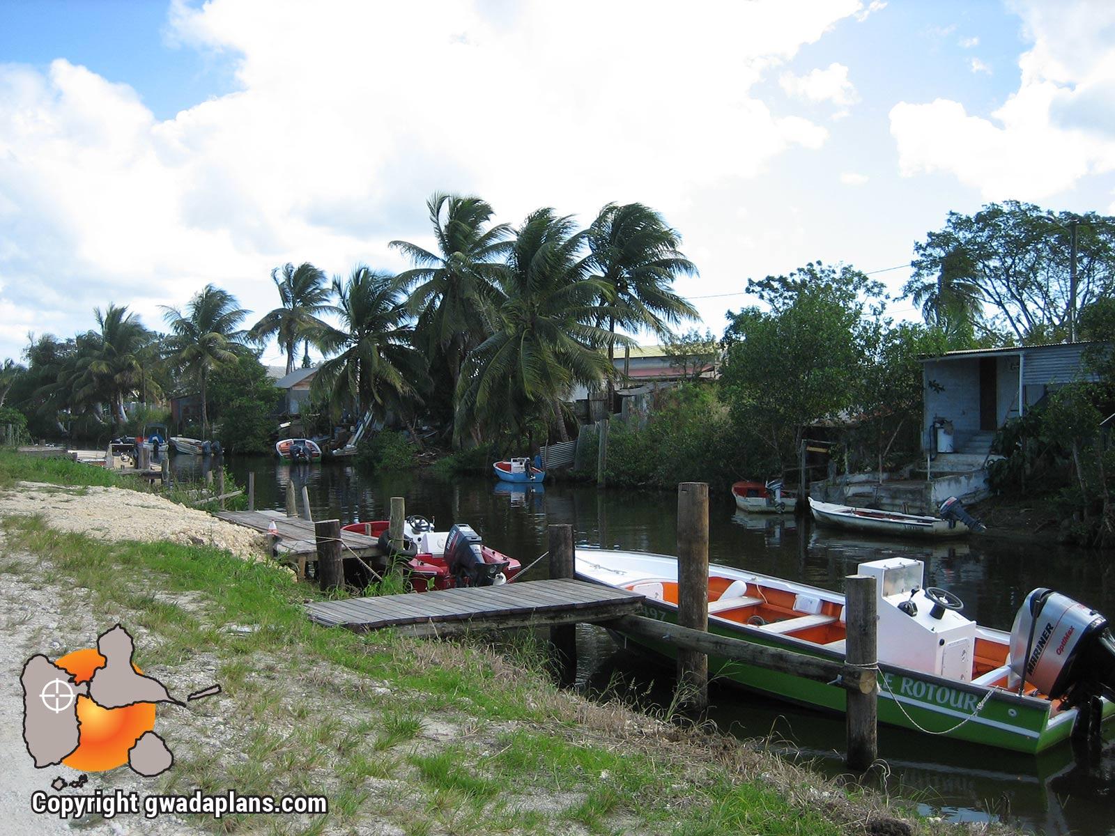 Canal utilisé pour l'accès mer en bateaux