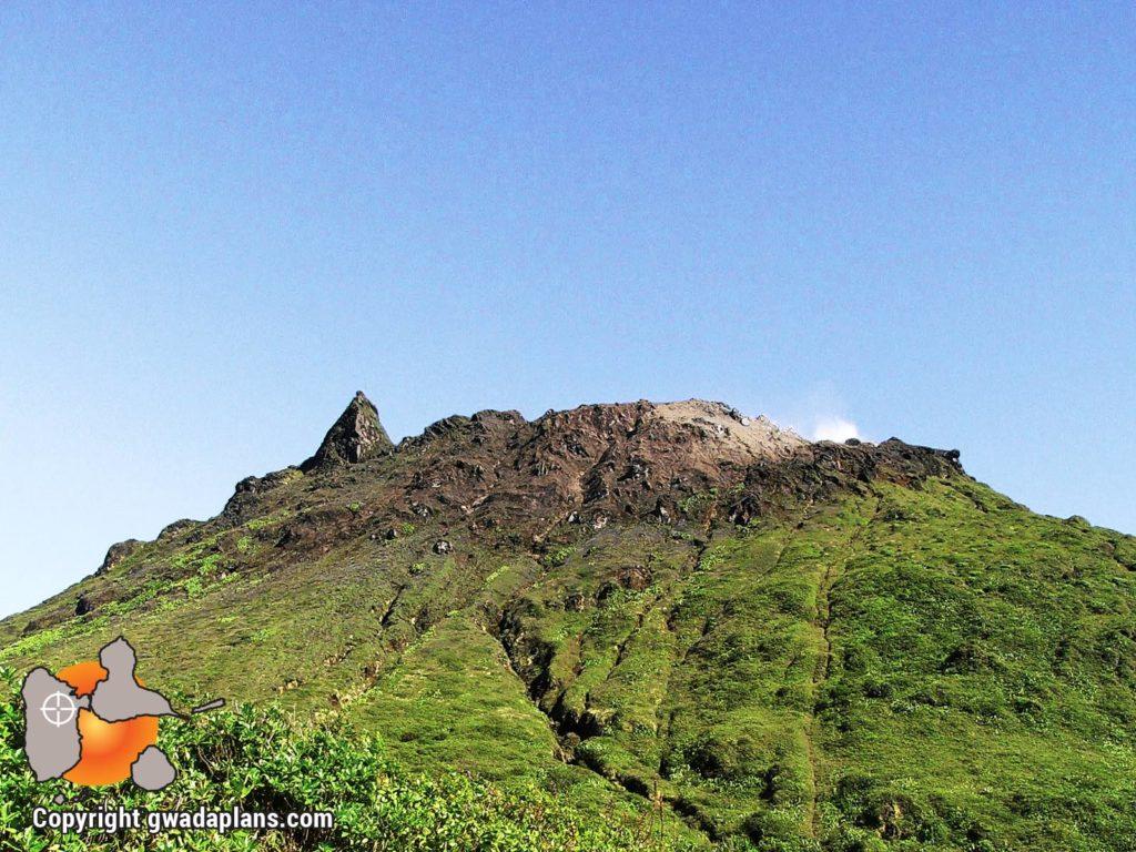 Cratère du volcan La Soufrière de Guadeloupe