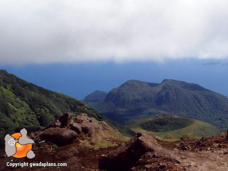 Vue sur La Citerne depuis la Soufrière de Guadeloupe