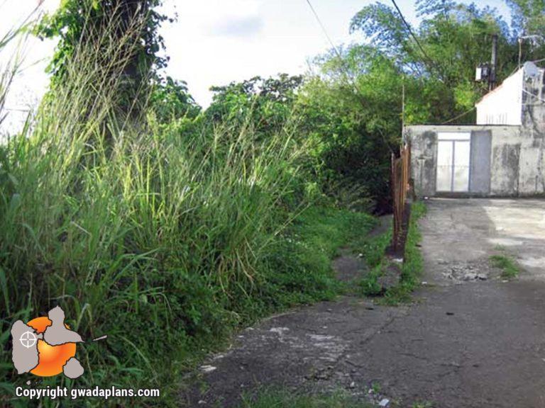 Entrée du sentier Cascade Vauchelet - Guadeloupe