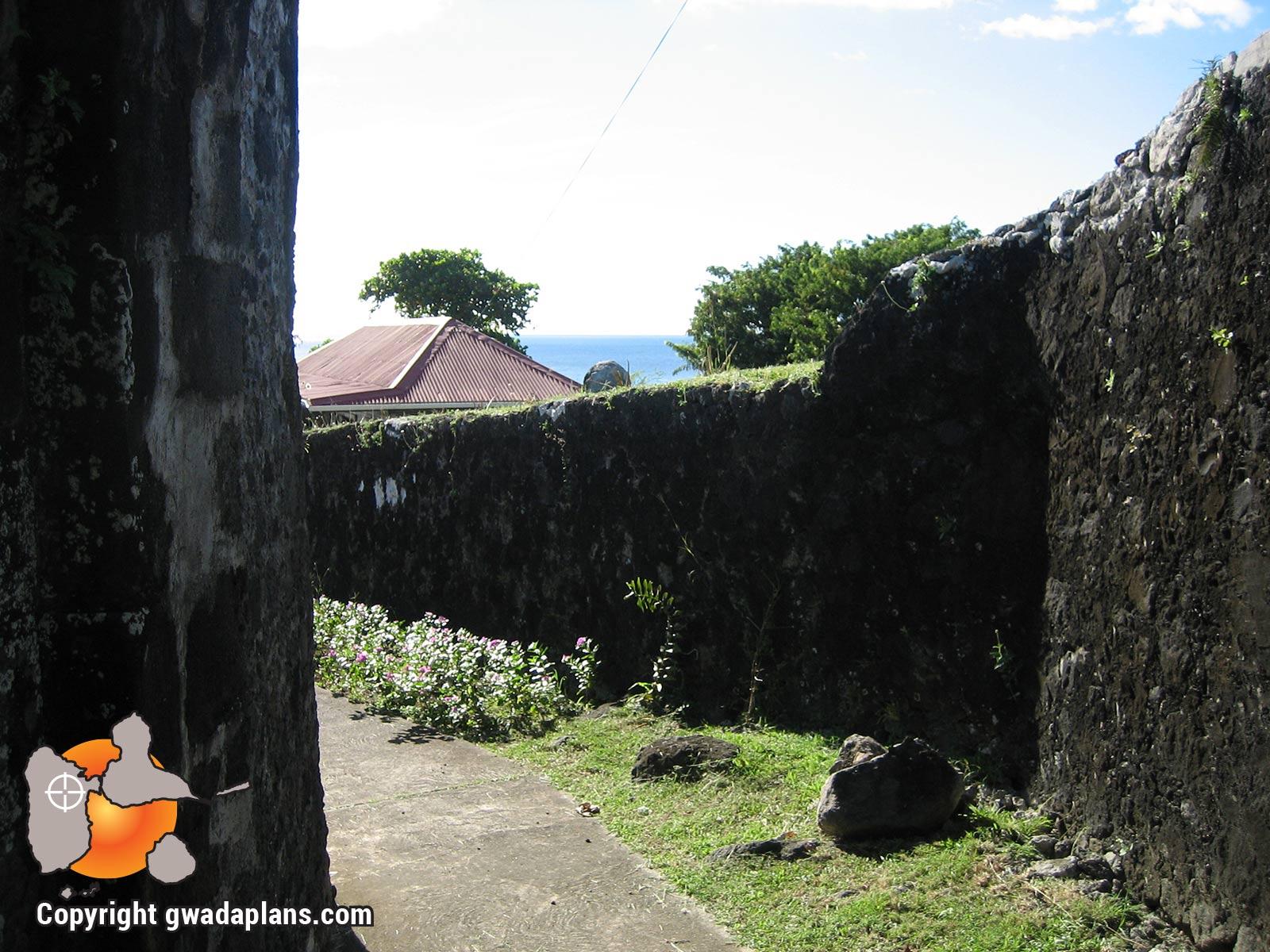 Vieux-Fort - murs du fort