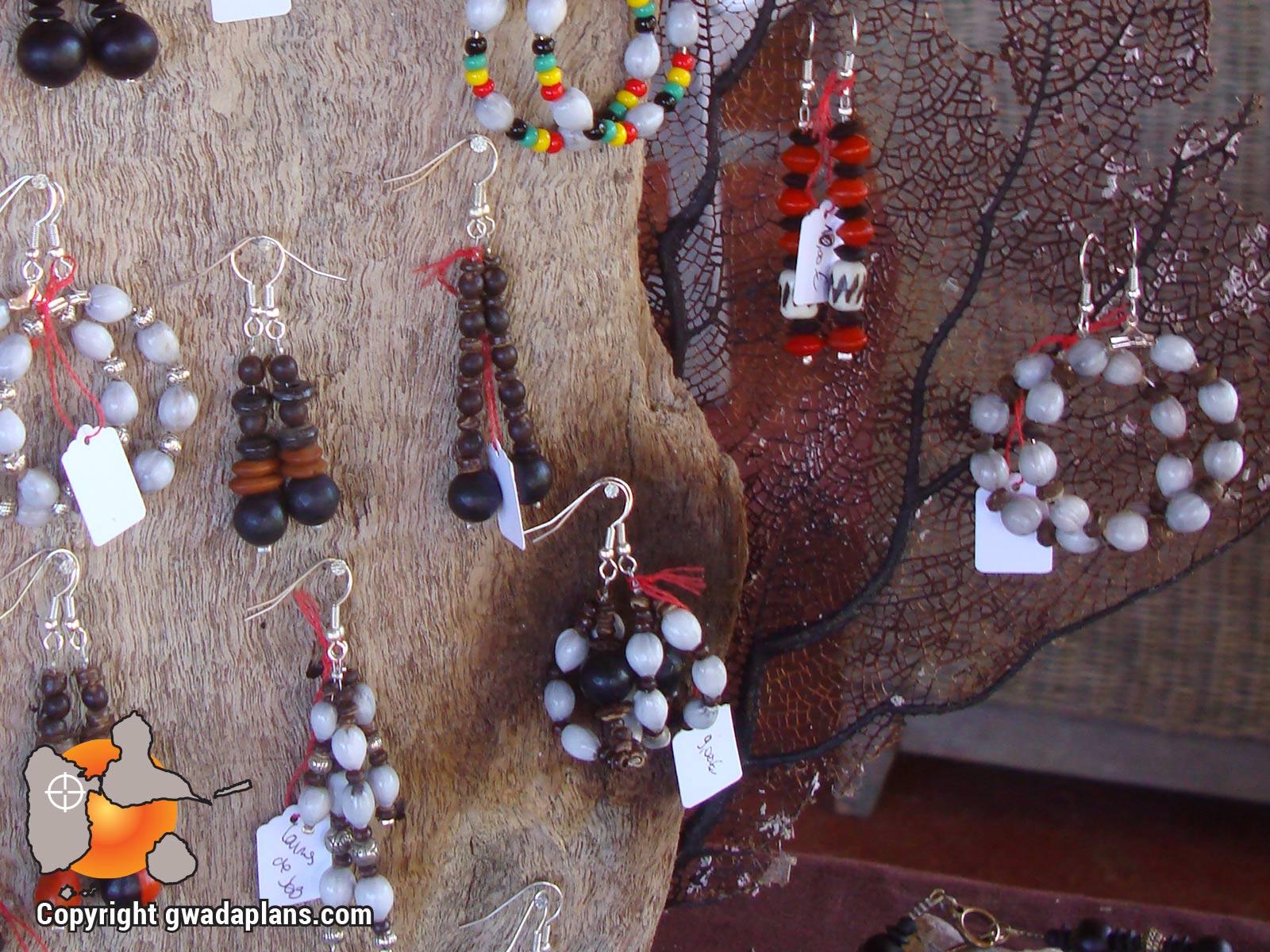 Bijoux en graines - Artisanat de Guadeloupe