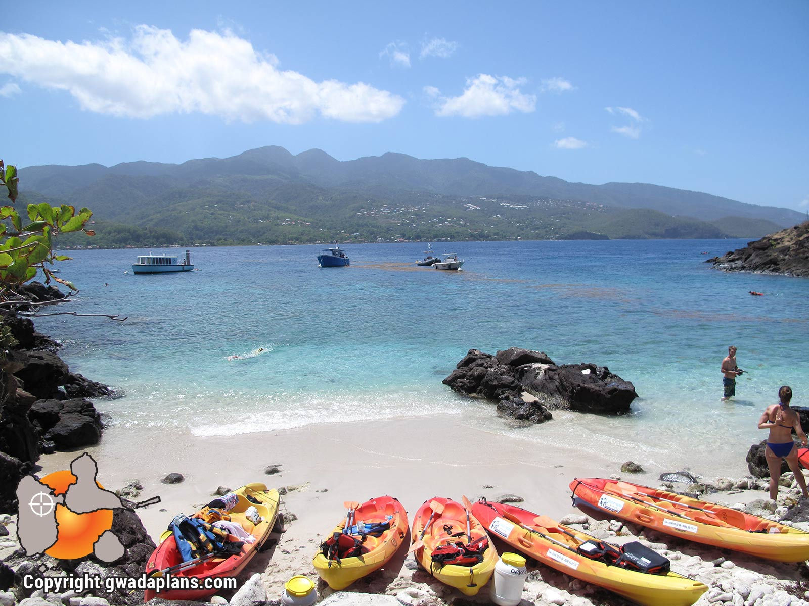 Kayaks et bateaux de plongées aux Ilets Pigeon