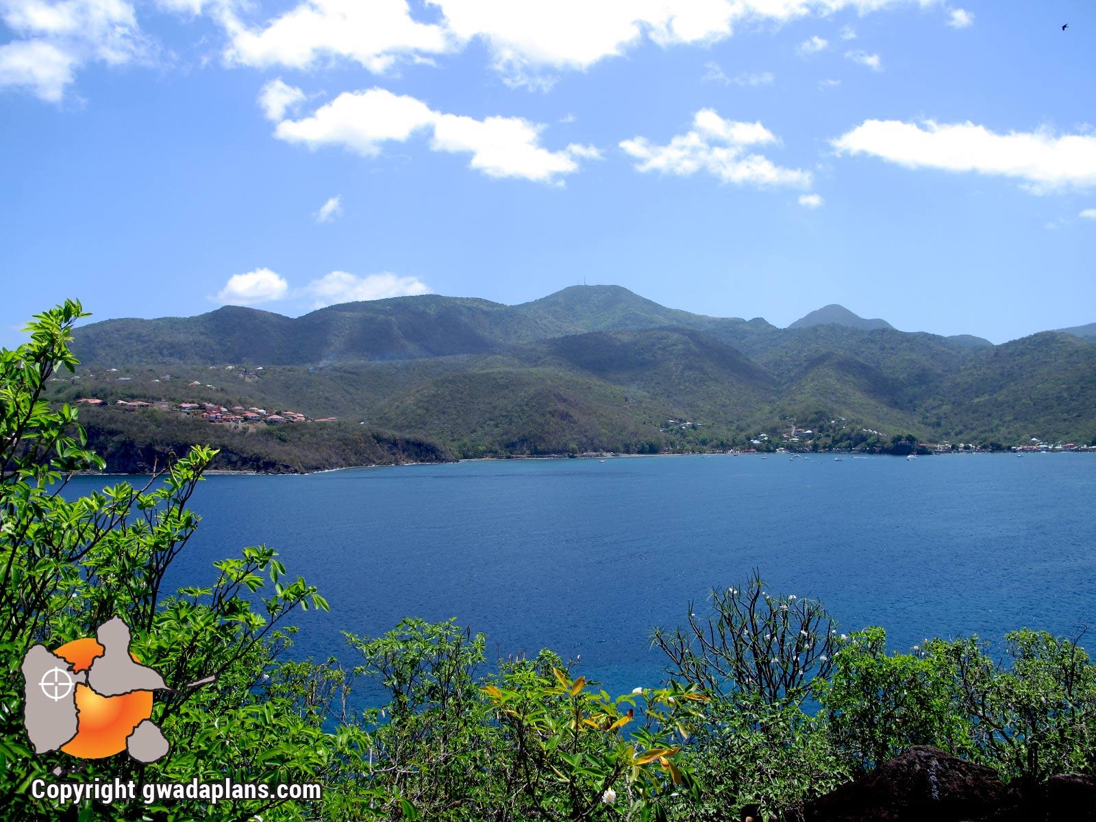 Vue sur la Guadeloupe depuis les Ilets Pigeon