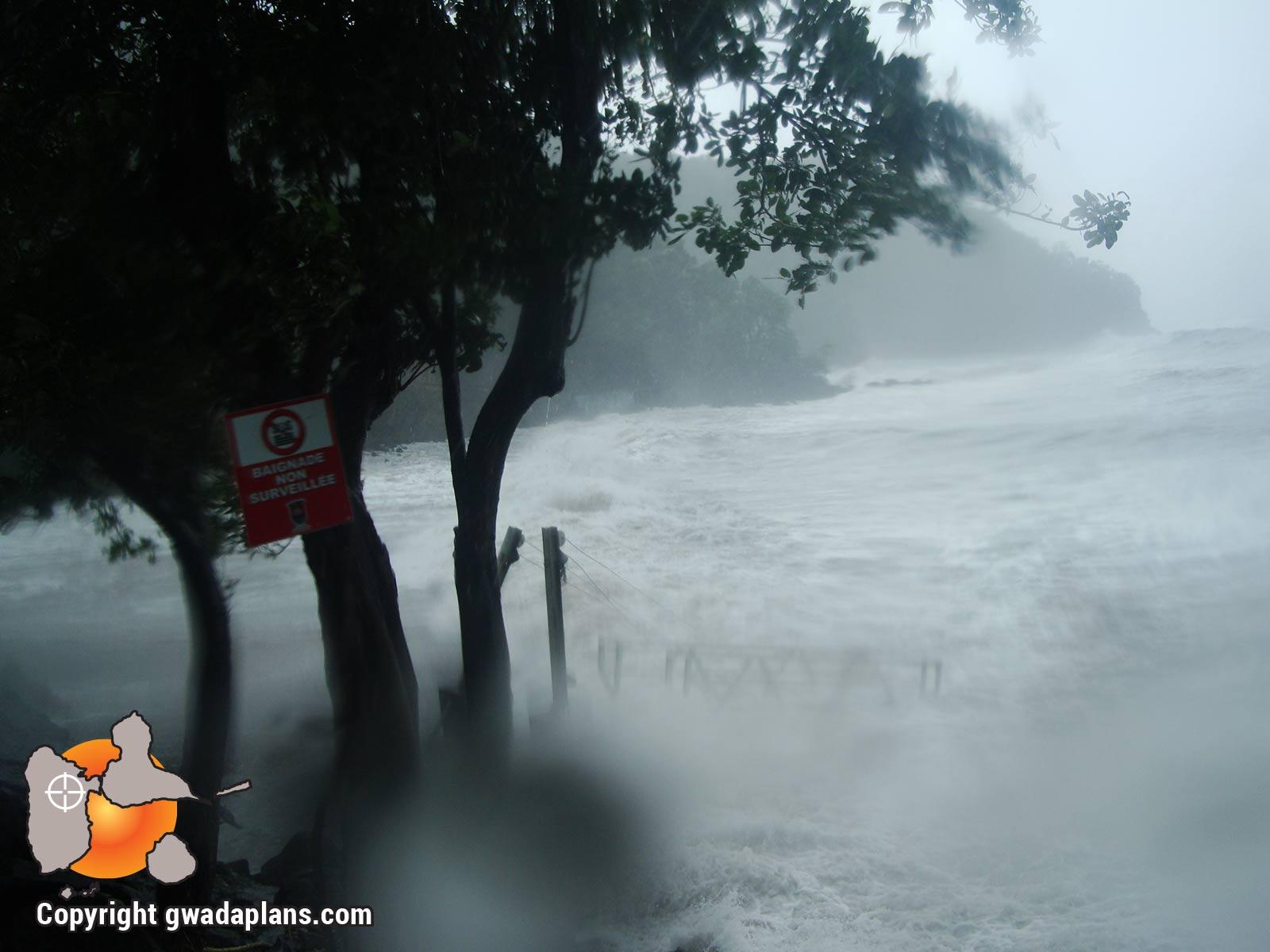 Houle en front de mer - Ouragan catégorie 3 - Omar 2018